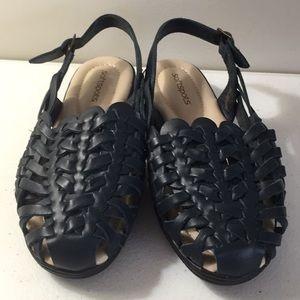 Soft spots woven sling back sandals NWOT